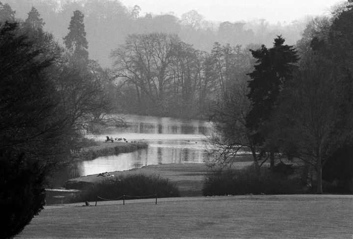 Warwick Castle Lake Photograph - Stonebrook Gallery