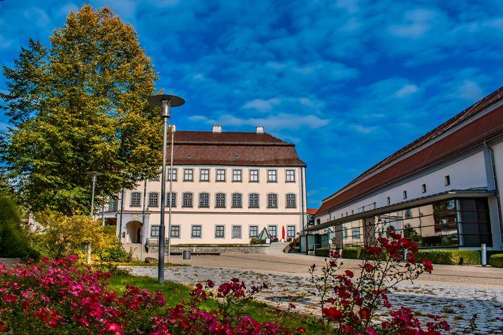 Schloss Grosslaupheim mit Kulturhaus - My Pictures