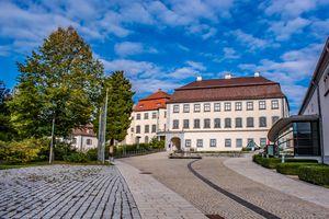Kulturhaus und Schloss Grosslaupheim