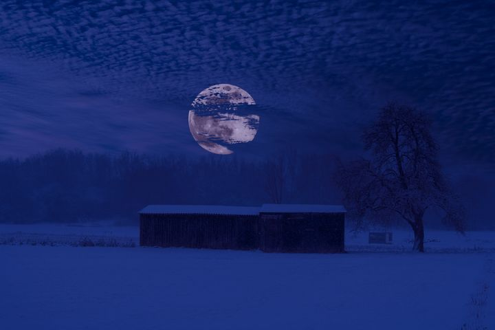 The old barn by night - by Photoart-Naegele