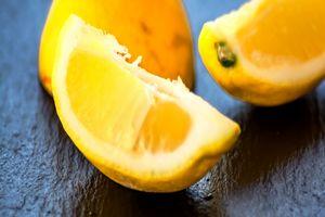 Fruit : Juicy lemons