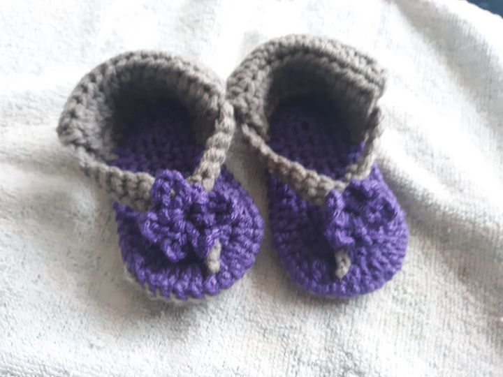beautiful crotched baby sandals - Kentucky Country Cottage