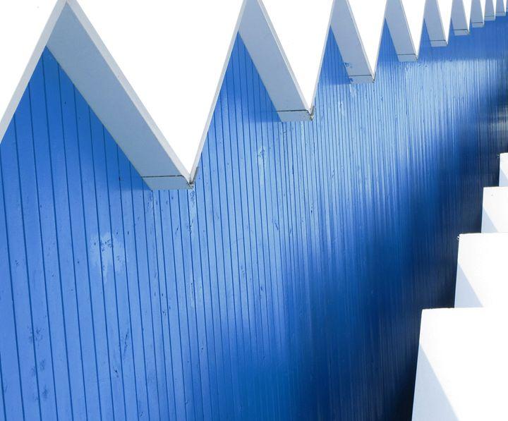 Blue angles, beach cabins - Travellin' Light: photography, Monica Melissano