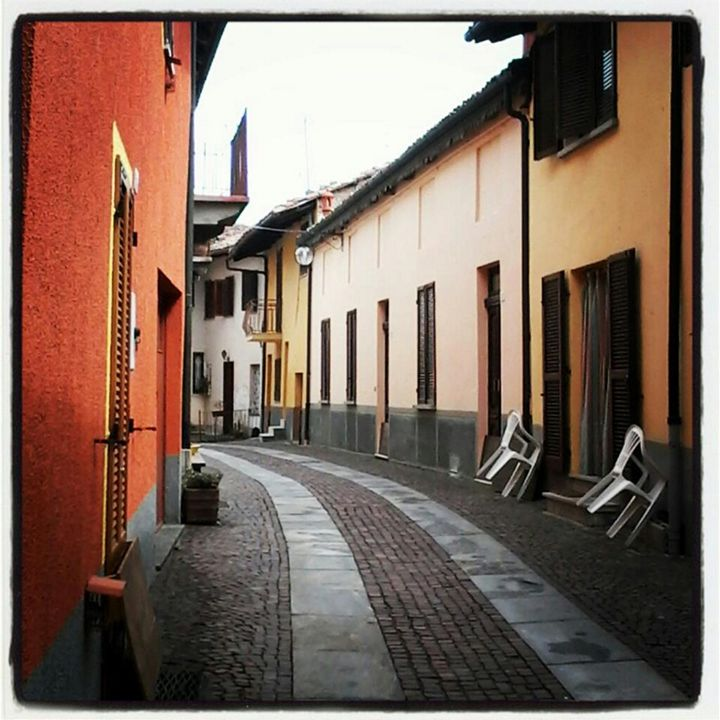 Langhe, paved street - Travellin' Light: photography, Monica Melissano