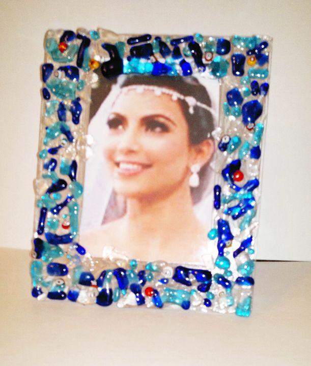 glass frame - NadiaKhairy