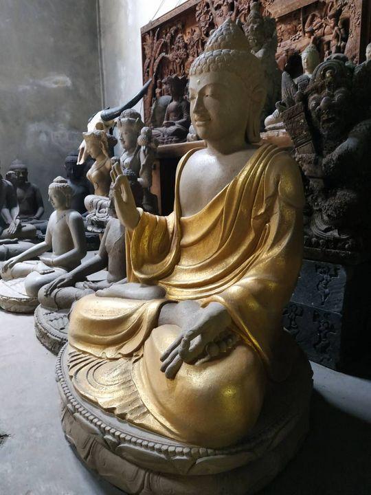 Buddha made by a Volcanic Stone - Yansugem art and design