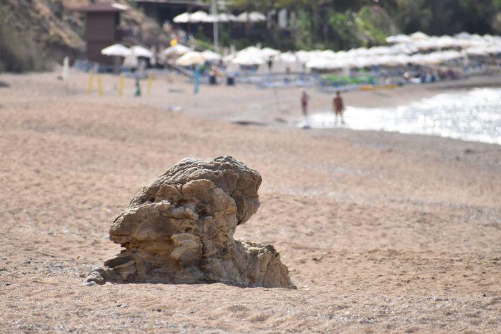 Rock on Beach - PuzbieArts