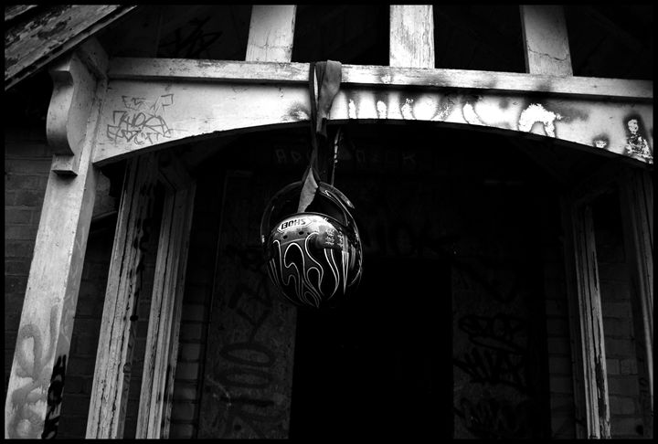 Hanging - Ryan Hatfield Photography