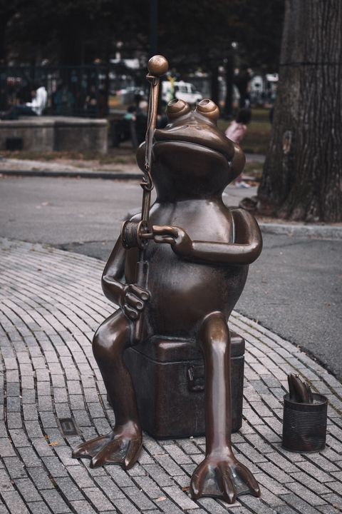 Boston Common Frog Statue - Griffin Moran Photography