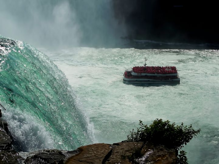 Horn Blower Cruising Below The Falls - Leslie Montgomery