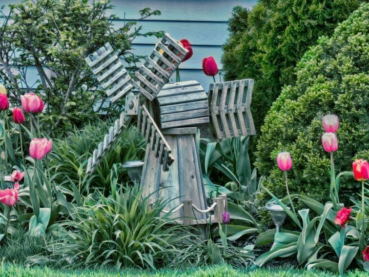 Garden Windmill - Leslie Montgomery