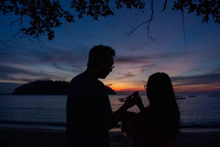 TrihandArt Beach Romance Eating - Trihand Art