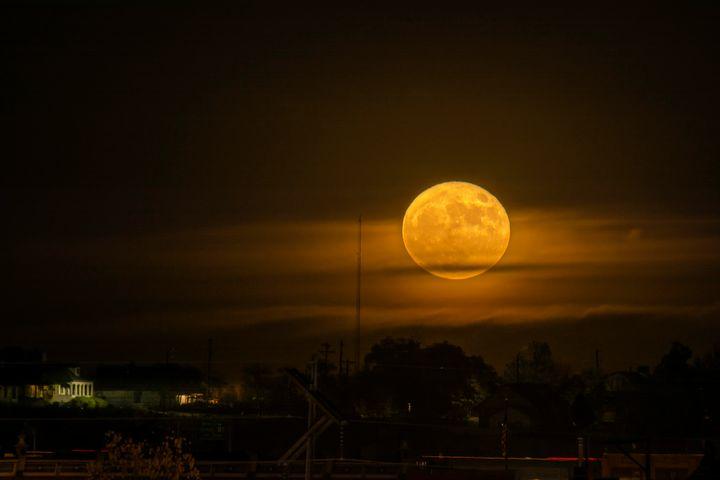 Rising Super Moon - Pueblo, Colorado - JB's Imaging Studio