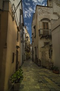 Turn around the Italian alleys