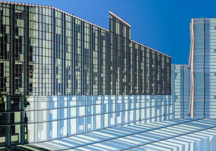 Samsung Palace is reflecte - enzorephoto