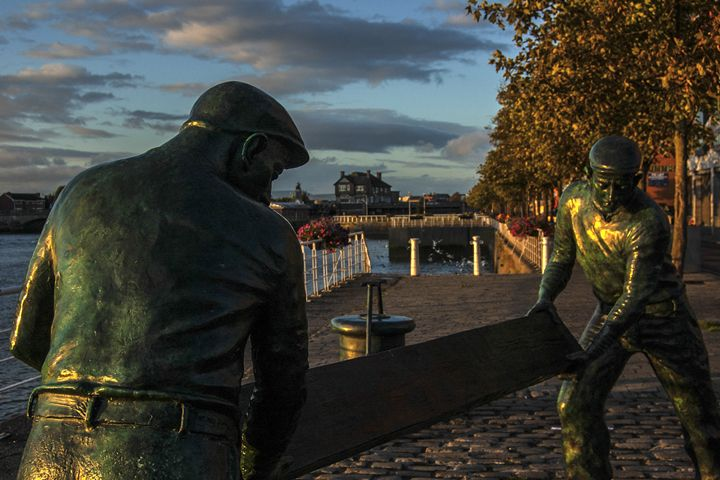 Limerick Dock Workers statue - Photowitch