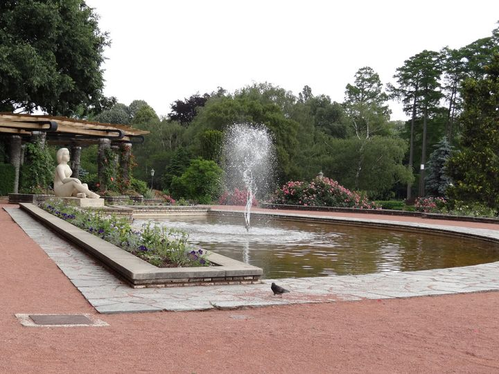 Fountain with woman - Diversity