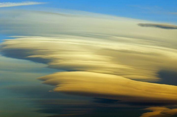 Lenticular cloud formation - Rod Jones Photography