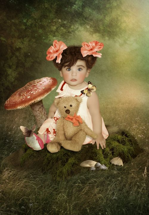 Girl with teddy bear - Margarita Nizharadze
