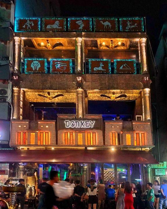 Bar at Saigon Ho Chi Minh - Crafitty