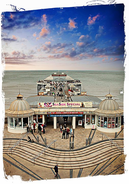 Cromer Pier.. - Rmzphotography