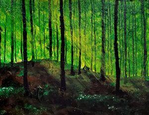Idyllisk skov med anemoner