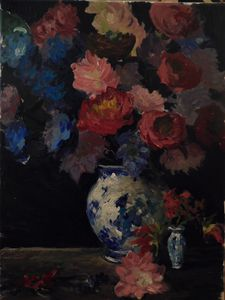 porcelan vase with flowers