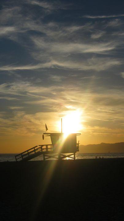Sunset on lifeguard hut - Bee