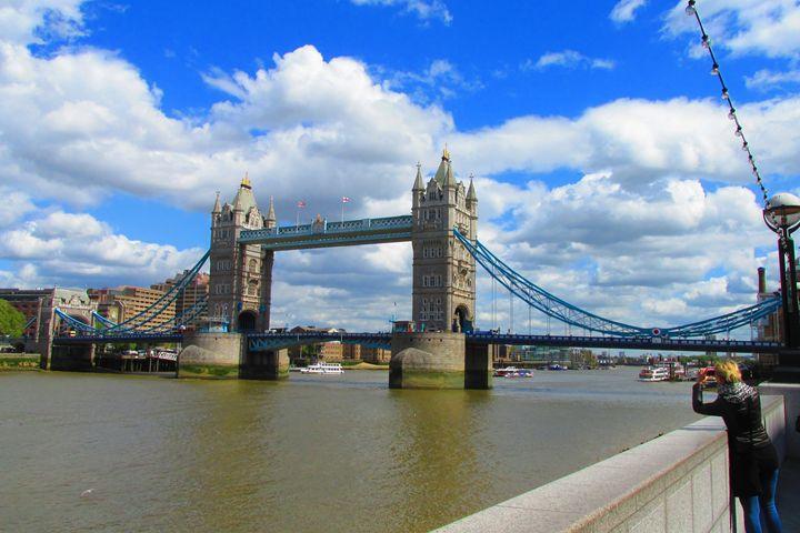 Tower bridge London - Timawells