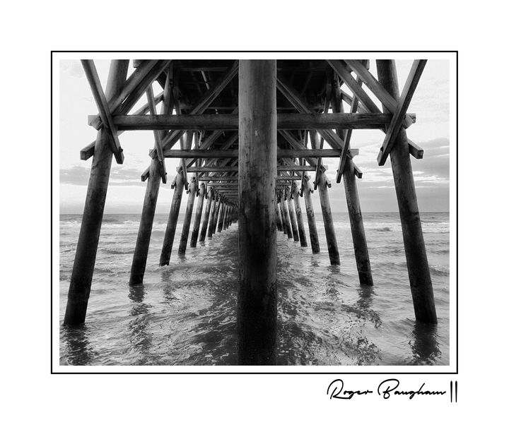 THE PIER - 2 - BW - The Art Store