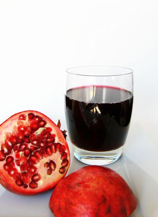 Pomegranate juice. Pomegranate - Valentina Averina