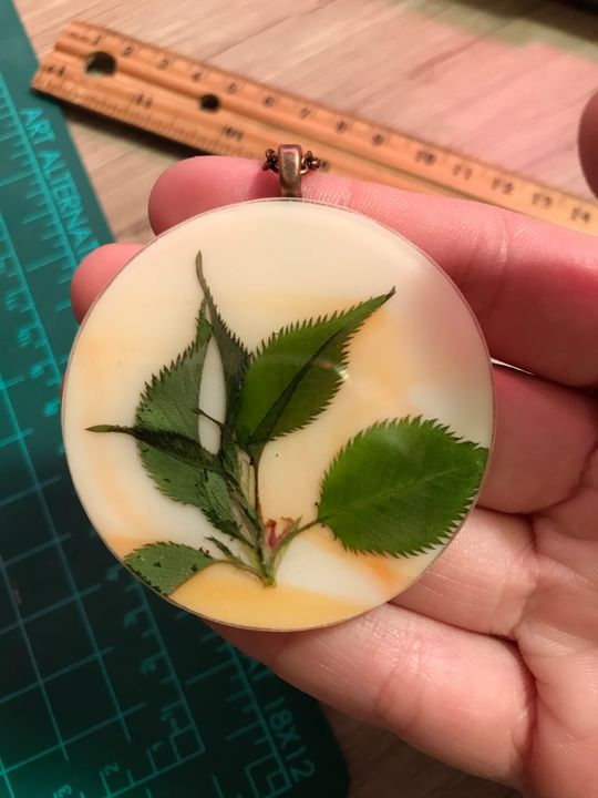 Pressed flora pendant - Amaranthine Glass
