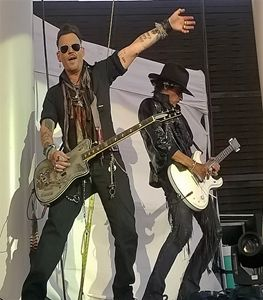 Johhny Depp Joe Perry Hollywood Vamp