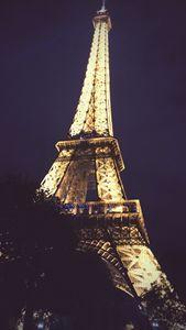 Eiffel Tower - Art by Lisa Mallo