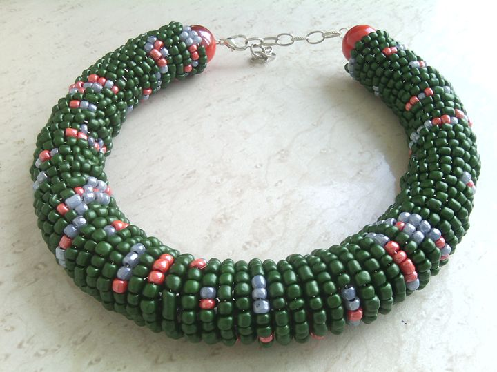 STATEMENT NECKLACE WITH SEED BEADS - www.handmade-jewelries.eu