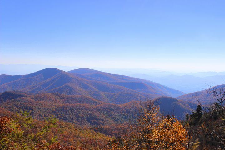 Blue Ridge Mountains - Bryson City - Jade Ellyette