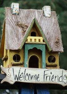 Friendly birdhouse