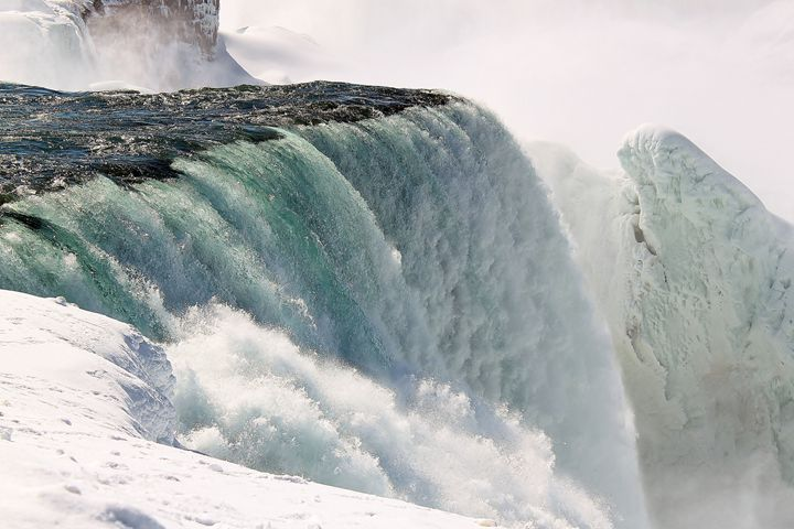 Frozen Niagara Falls - Jessica Roberto