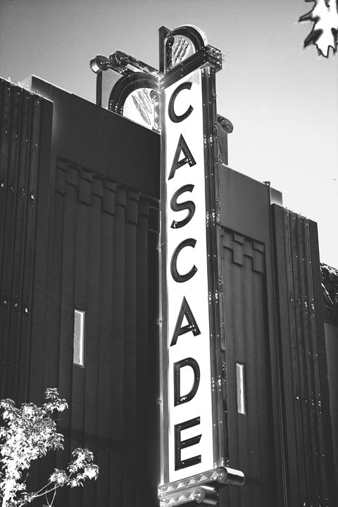 The Cascade Theater - Flashbulb Foto