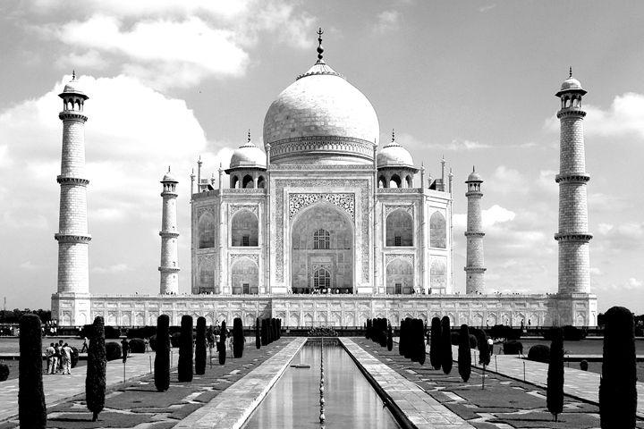 Taj Majal and gardens - KCBlack&White