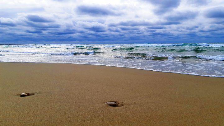 Two stones-Borestranda - Still Waters
