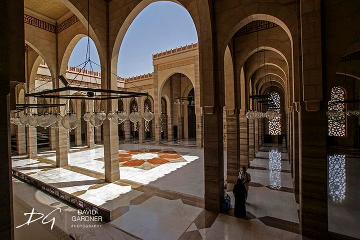 A Meeting at the Grand Mosque - David Gardner Photography