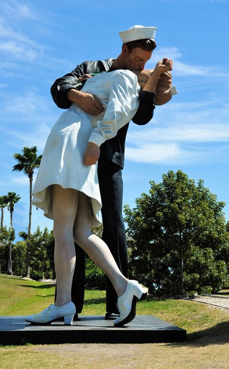 The Sailor and The Nurse - Scenic America Photography