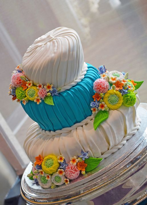 Colorful fondant wedding cake - Perl Photography