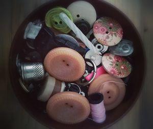 Button (s)