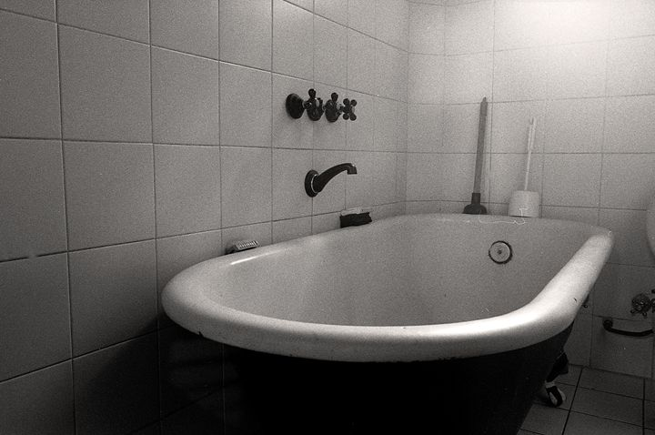 bathtub - Norberto Lauria