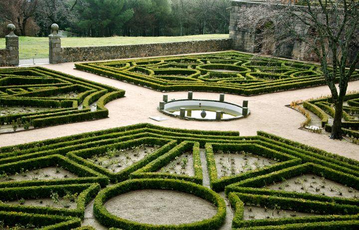 Trimmed maze hedges - El Escorial - Norberto Lauria