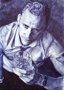Tom HIddleston holding whiskey glass