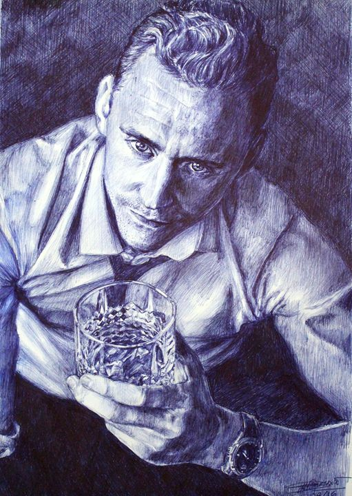 Tom HIddleston holding whiskey glass - Deborah Tomasowa