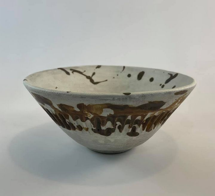 Wheel thrown stoneware bowl - Tama Roberts Art